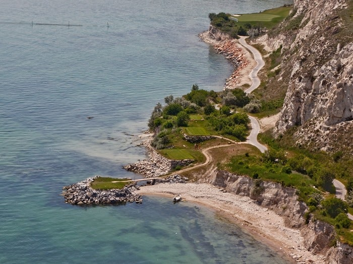 голф игрище Тракийски скали с инфраструктура, изградена от Андреев Строй